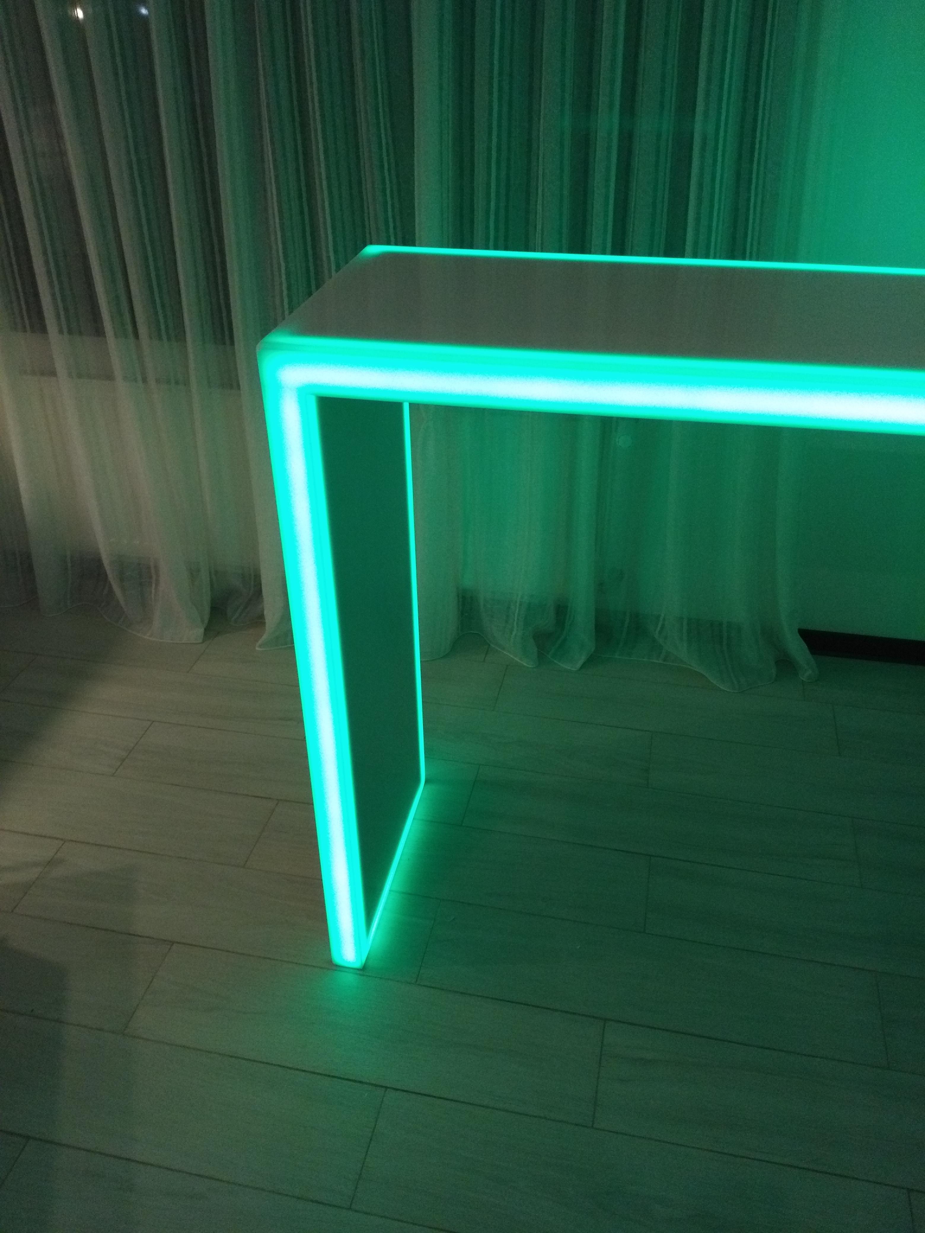 Барная стойка с подсветкой